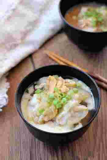 とろ~りとろける白菜白菜とかぶ、さらに長芋はすりおろして加えることで、とろとろっとしたお味噌汁に!とろとろの汁物は、あんかけ効果で体の芯からポカポカに…。