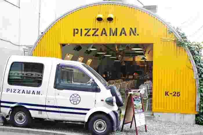 ユニークな外観が印象的なお店。中目黒にある「聖林館」の姉妹店で、ナポリから毎週仕入れているチーズを使った本格的なピザを楽しむことができます。店内はベビーカーでも入店できる広さで、子ども向けにミニピザが用意されていたりテイクアウトが可能だったりと、使い勝手の良いお店です。