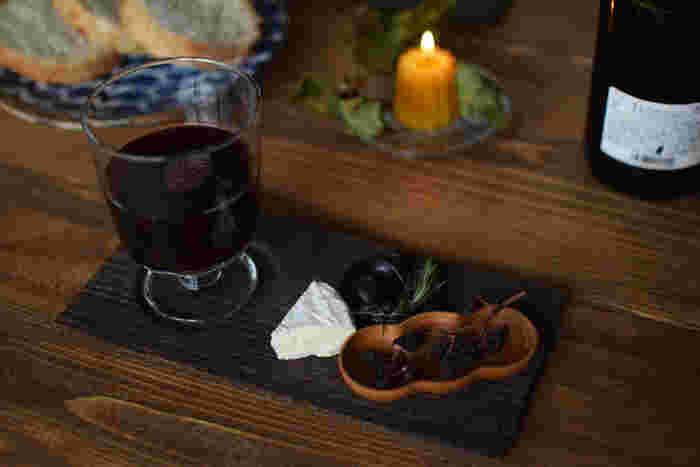 伝統工芸輪島塗の中で指物木地を作る「四十沢木材工芸」の豆皿は、お酒のおつまみや前菜の小鉢として使えます。