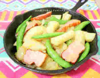 たっぷりのじゃがいもでお腹が満たされる1皿。スナップエンドウの鮮やかな緑が、爽やかな朝にぴったりですね。
