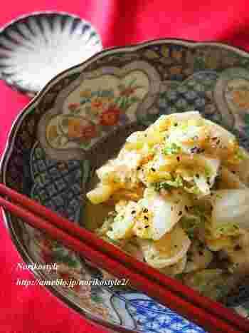 たまごと白菜でアレンジレシピ♪水分が多いので体が冷えやすい白菜を、七味を加えてカバーします。