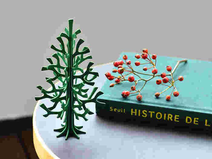 忙しい日々の中でもミニツリーなら飾りも小さく少量なので、飾る時間も短縮できます。さらに、思いついたらさっとディスプレイを替えられるので、いつでも新鮮なクリスマスディスプレイを楽しめますよ。