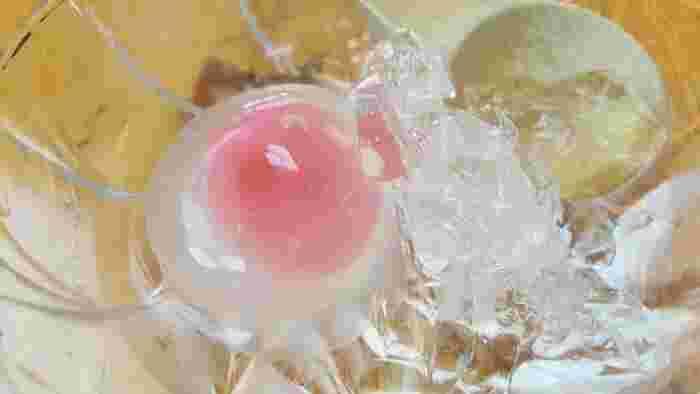画像は岐阜県大垣市・金蝶園(きんちょうえん)総本家※後出の水まんじゅう(いちご餡)。