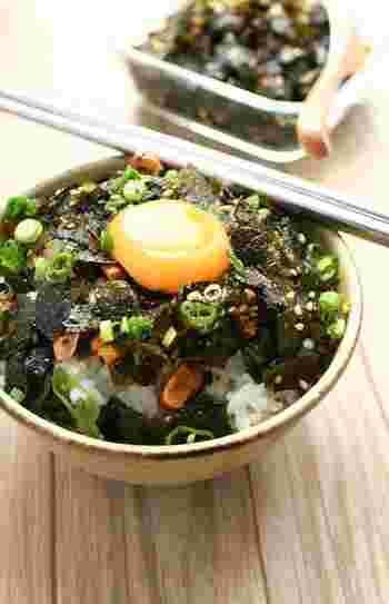 続いても湿気った海苔消費に使えるレシピ。ごま油やコチュジャンで和えて炒めることで、韓国風のふりかけにします。甘辛味でご飯のお供にぴったり。