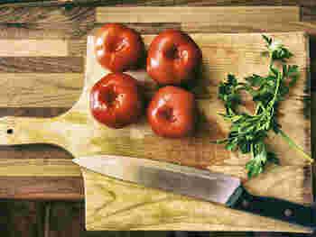 生のトマトを料理で使う時に面倒なのが、湯剥きや種を取る作業。でもジュースならこの手間がかからず楽ちん。また煮詰めたりブレンダーにかける必要がない分、調理時間が短縮できるので、忙しい朝や料理が苦手な方にぴったりです。