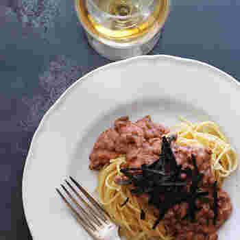 ■納豆パスタ 納豆に明太子を加えて、美味しく茹でたパスタにかけたとっても簡単なのにとっても美味しいパスタレシピです。明太子のピリ辛と納豆の粘りがパスタによく絡まって美味しい一皿です。