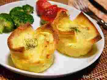 炒めた白菜とベーコンをフィリングにしたキッシュ。耳を切り落とした食パンを器にしたアイデアレシピ!
