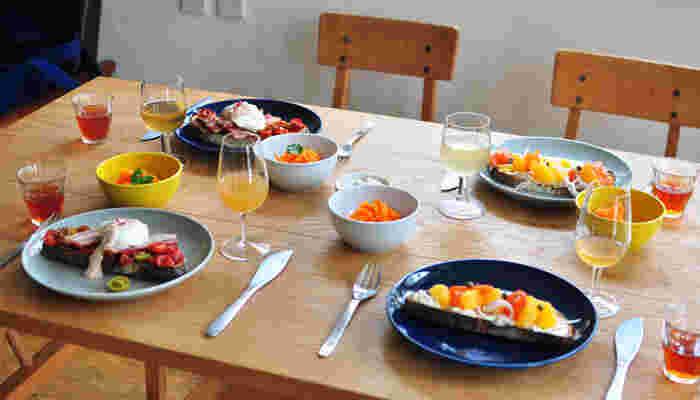 いかがでしたか?鮮やかなカラー、そしてシンプルな形やサイズ。写真だけでも使いやすさが伝わってきますね。器だけでも食卓に色々なアレンジが出来ますので、是非使ってみてくださいね!