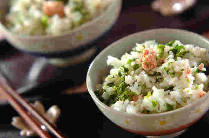 菜の花の苦みとタラコの濃厚さがマッチ♪ 材料は、菜の花、タラコ、酒、ご飯