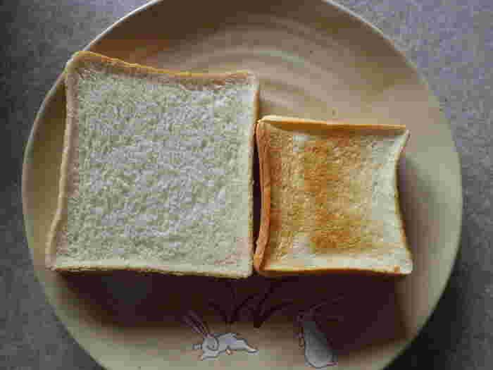 ペリカンの食パン(画像右)は普通の食パン(画像左)よりちょっと小ぶりです。