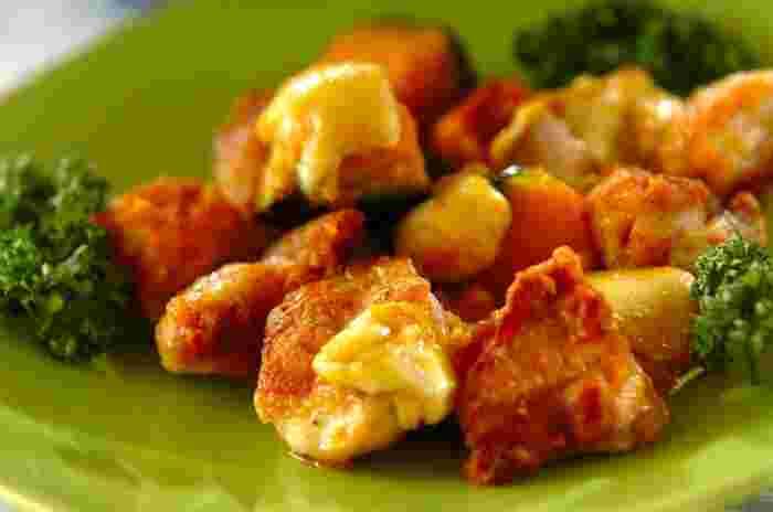 カレーの風味が食欲をそそる炒め物。スパイシーなカレー味ですが、プロセスチーズとかぼちゃの甘さでマイルドに。辛いのが苦手な方でもおいしくいただけます。