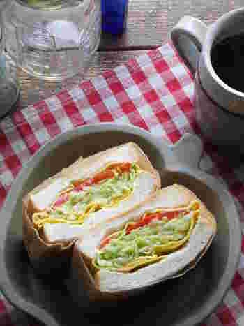 おいしくてきれいで栄養バランスも満点!こんなうれしいサンドイッチはちょっとないですね。具やパン生地を変えることで、組み合わせもぐんぐん広がっていきます。まずは、冷蔵庫にある食材を総動員して、楽しさパンパンのボリュームサンドを作ってみませんか?