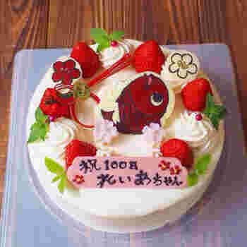 お祝いの席を盛り上げてくれる、かわいいケーキ。百日のお祝いには、こんなにキューとなプレートを添えてみませんか?絵心がなくてもクリアファイルを使ってトレースできますよ♪