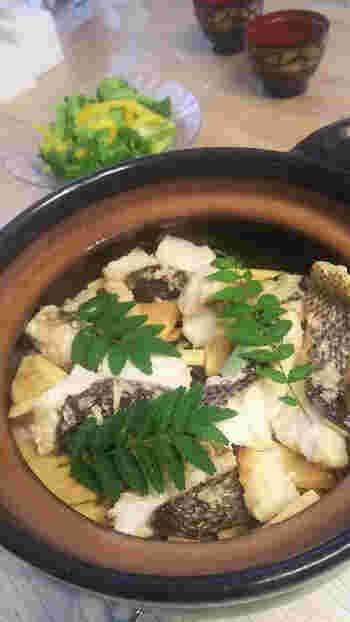 たけのこや桜鯛など季節の食材を使った土鍋ご飯。塩麹で鯛もふっくら。木の芽の香りも春の訪れを感じさせます。
