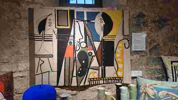 アートの街バルセロナでは、すばらしい芸術と出合うことができます。 スペインを代表する画家ピカソやミロの美術館、カタルーニャ美術がコレクションされているカタルーニャ国立美術館など。バルセロナから約1時間電車に乗ればフィゲラスの街に奇抜を極めたダリの美術館もあります。  名称:Museu Picasso 住所:Montcada,15-23,08003 Barcelona  名称:Museu Nacional d'Art de Catalunya 住所:Palau Nacional, Parc de Montjuïc, s/n, 08038 Barcelona  名称:Fundació Joan Miró 住所:Parc de Montjuïc, s/n, 08038 Barcelona  名称:Teatro-Museo Dalí 住所:Plaça Gala i Salvador Dalí, 5, 17600 Figueres, Girona