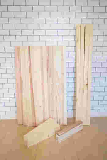 手先が器用な方やDIYが好きな方は、ご自分でランドセル収納棚を手作りしてみるのはいかがでしょうか?必要な木材は、ホームセンターでカットしてもらうとラクですよ。