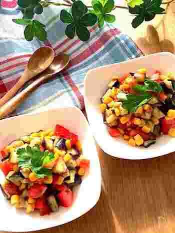 こちらはナス、トマト、コーンを使った夏にぴったりのサラダです◎オリーブオイル、すし酢、ハーブソルト、ガーリックパウダーで味付けすれば、食欲が刺激されること間違いなしです*