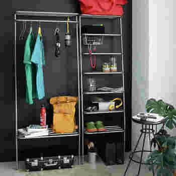 シャビーはあえて溶接やサビ跡を残すことで、味のある雰囲気に。玄関やガレージの収納にぴったりです。