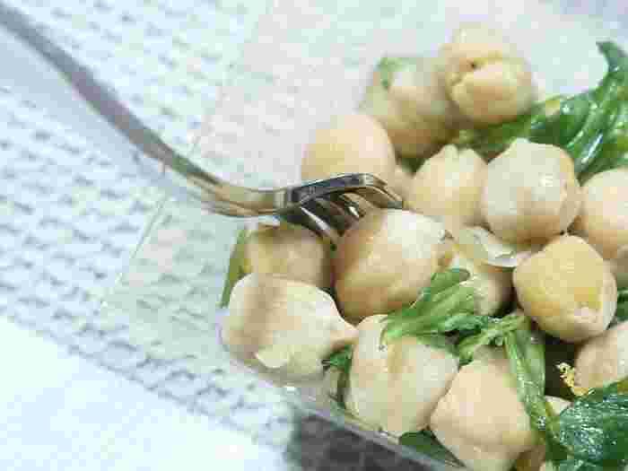 豆食いのトスカーナ人といわれるほど、この地では豆を料理によく使います。ひよこ豆は、トスカーナで好まれる豆のひとつ。いんげん豆やグリンピースなども使われます。さっぱりした豆の味わいが、メイン料理の味を引き立てます。シンプルな料理なので、良質なオリーブオイルを使うのがフィレンツェ流のようです。