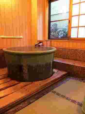 草津温泉の湯畑源泉を引いた5つの貸切風呂を堪能できる中村屋旅館。すべて畳のお座敷風呂で、まるで自宅にいるような寛ぎの時間を過ごせます。