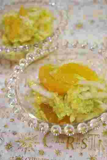 旬の白菜とオレンジをフレンチドレッシングであえるだけ♪ 意外な食材の組み合わせですが、淡泊な味なのでどんな食材とも相性バッチリです!