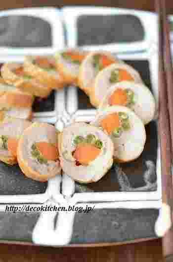 彩り綺麗な野菜入りのチキンロール。漬けだれに漬け込む時間が長いほど味が染みておいしくなるので、作り置きにぴったりです。冷たいままでもおいしいので、お弁当にも。