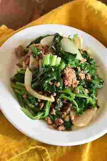 コクのある肉味噌が味の決め手の、ほうれん草と玉ねぎの炒め物。しっかり味なのでお弁当のおかずにぴったりです。