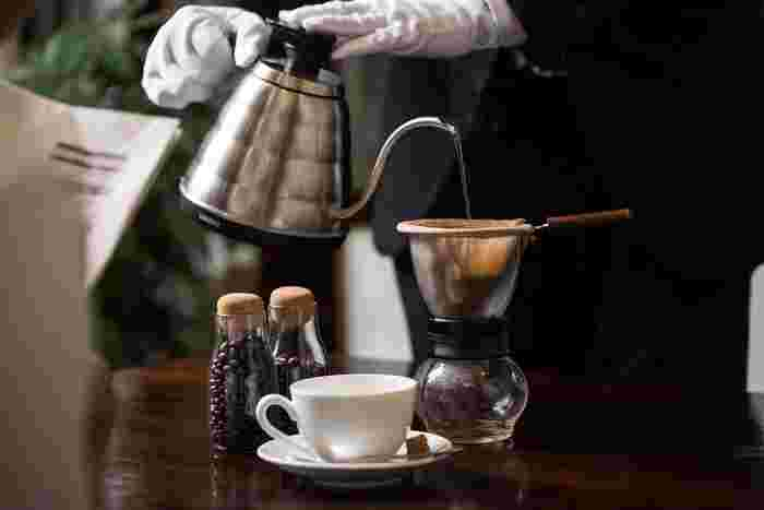 鮮度の高い珈琲豆を使って「86度」の温度にこだわったお湯で入れた香り高いコーヒーが味わえるお店。店名の『八十六温館』は、一杯一杯丁寧に入れるネルドリップのお湯の温度から由来しているそうです。