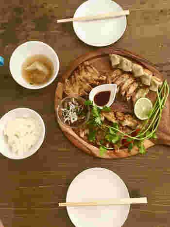 こちらは餃子の5種盛りです。お友達と小町を散策しながら、小腹が空いたら餃子をいただく。これまでにない鎌倉散策のスタイルを楽しめるのでは*