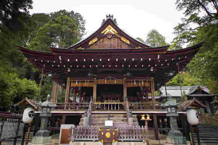 八幡伝統的建造物群保存地区内にある日牟禮八幡宮は、131年に創建された神社です。