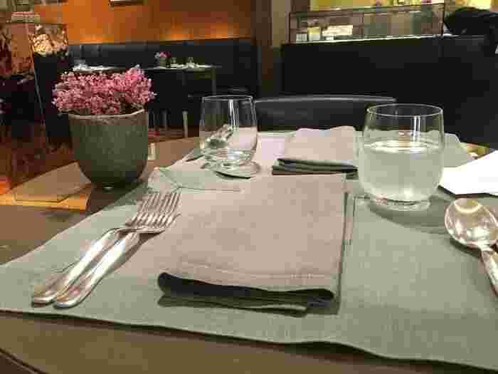 阪急うめだ本店5Fにある、高級宝飾ブランドブルガリのインストアカフェ。「Dolce Vita(甘い生活)」というブルガリのライフスタイルコンセプトが凝縮されたカフェです。