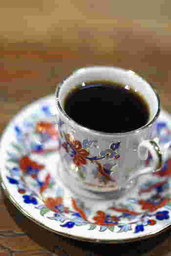 メニューには常時20種類以上ものコーヒーが並び、豆と向き合う時間を意識させられます。