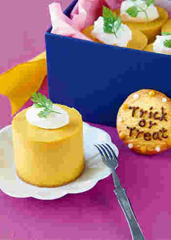 まろやかな味わいが楽しめる、かぼちゃのチーズケーキ。かぼちゃは事前に裏ごしすることで、なめらかな食感に。土台にはビスケットを使用していますので、サクサク&まろやかな味わいを同時に楽しめるプリンみたいなチーズケーキです。
