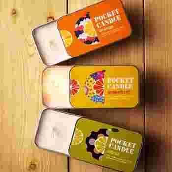 スライダー式のちいさな缶にキャンドルを流し込んだ、持ち運べるというポケットキャンドルです。これなら気軽に飾る場所をチェンジできそう。香りのイメージとパッケージデザインがよく合っています。