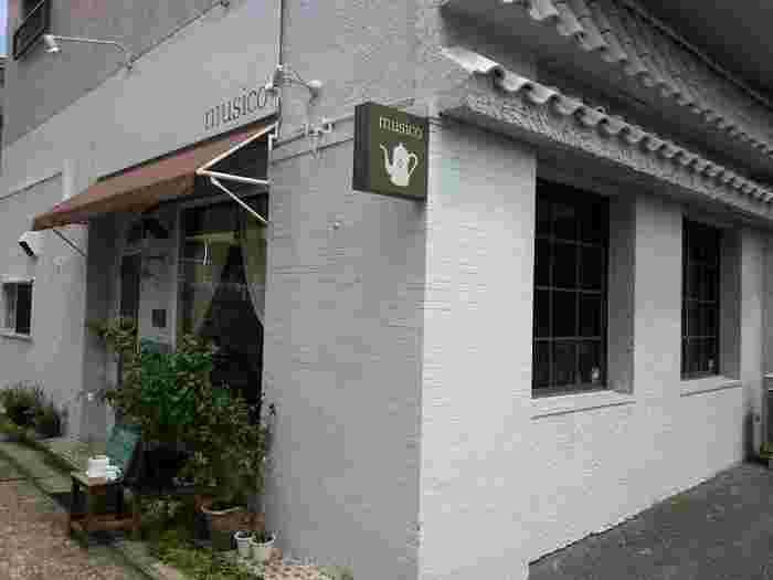 美味しいカフェやパン屋さんが集まる名古屋市名東区、東山線「本郷駅」から歩いて3分。大通りから1本入ったところにあるカフェ「musico」。そこだけ違う時間が流れているような静かな佇まいが魅力的です。