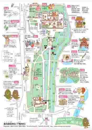 """河合橋と出町橋の間に、""""下鴨東通""""が北へ伸びています。この道は「下鴨神社」へと続く道です。真っ直ぐ北上しましょう。  最寄り駅「出町柳」駅から歩いて、長い表参道を歩いて本殿へと向かいましょう。 【画像は「下鴨神社」の境内マップ。詳細は以下のリンク先へ。】"""