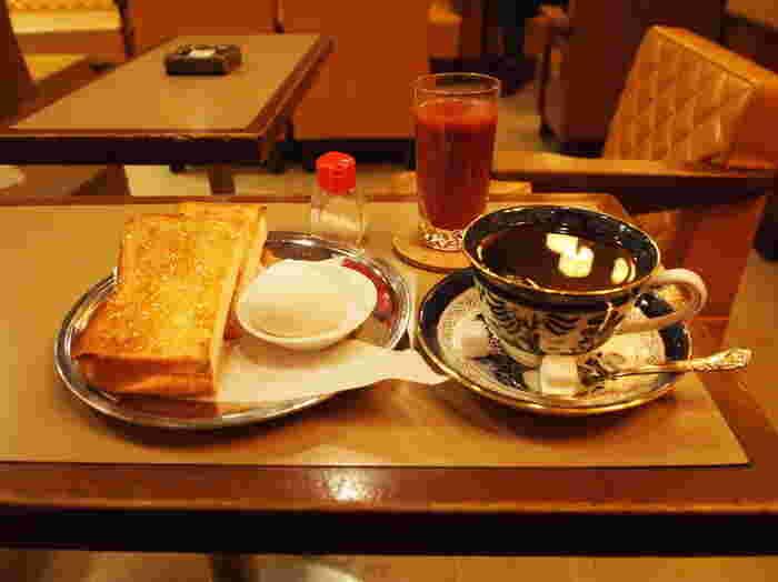 モーニングのメニューはいたってシンプルですが、美味しい珈琲(もしくは紅茶)とトースト(マーマレードかバター)、たまごが揃えば、もう大満足でしょう。