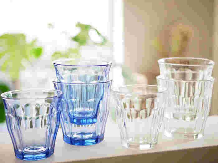 グラスの定番として、多くの人たちに愛されているのがフランスの老舗メーカー「デュラレックス」のピカルディ。おしゃれなカフェなどで見かけたことがある、という方は多いのではないでしょうか。