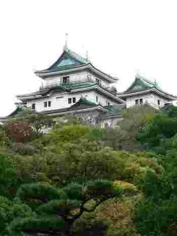 全国的にもめずらしい、城内に創立された、大正4年から続く歴史動物園です。