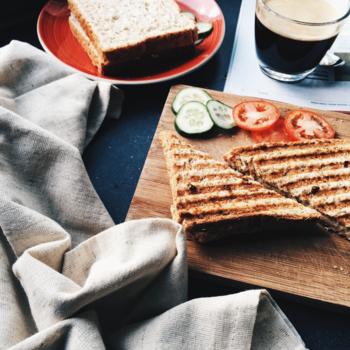 朝ご飯、食べていますか? いつも何も食べないという方も。トーストにコーヒーが定番という方も。 もう少し何か食べたいけど、そんな時間…。簡単に作れて栄養も取れるものなら…と、思っている方にも朗報です!