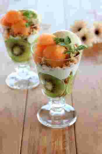 これからの季節はフレッシュなフルーツをたっぷりと使って、涼やかなサンデーを作りましょう♪夏にぴったりなキウイとメロンで、ちょっと贅沢なひとときを。