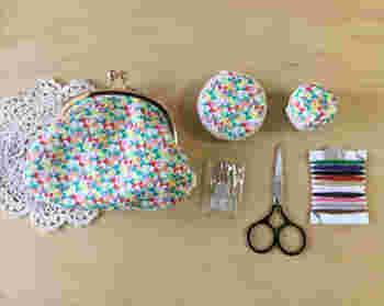 小ぶりでスマートなデザインのもの、ハンドメイドで可愛らしいものなど、コンパクトかつ軽量でデザインを楽しめる裁縫セットを選んでみてくださいね♪