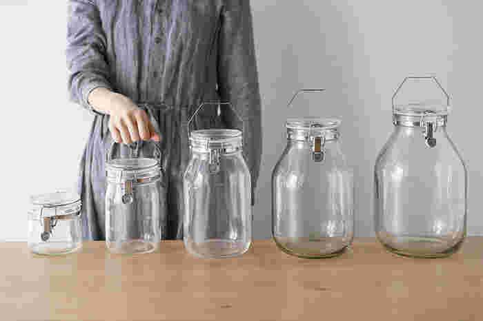 しっかりと密閉できて、中身がきれいに見えるのがセラーメイトの保存瓶です。取っ手が付いていて、重くても持ち運びに便利。
