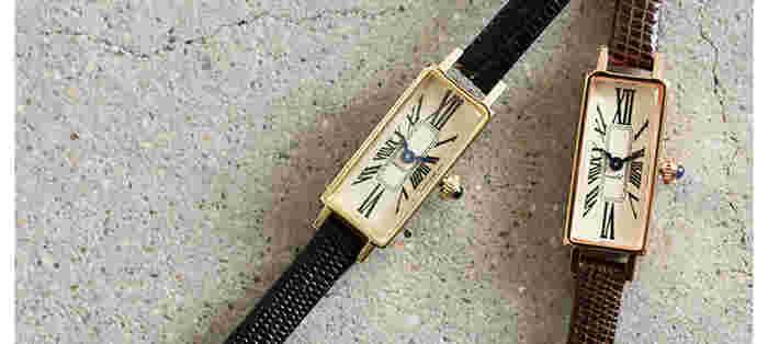 """時計ブランド「VIDA+」のスクウェアフェイス""""Mignon""""。幅約1.1cmの長方形ケースと英字の文字盤がクラシカルな印象。ベルトの型押しが上質感を醸し出しています。"""