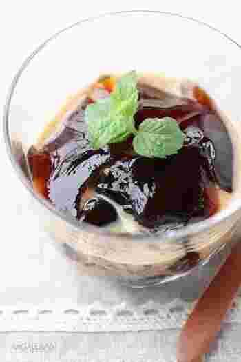 コーヒー&お砂糖をゼラチンで固めるだけ。甘めのカフェオレをかけて、トロトロにして食べると絶品です。