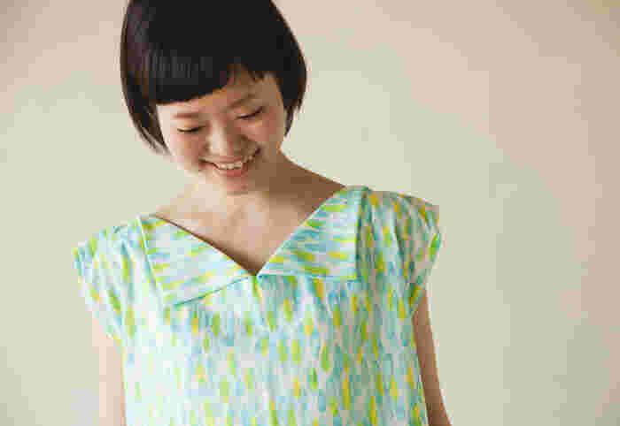 この可愛い襟も、真っ直ぐ縫うだけ! ブラウスのようにカーブに沿って襟をつけなくてもできるので、思ったより簡単です。
