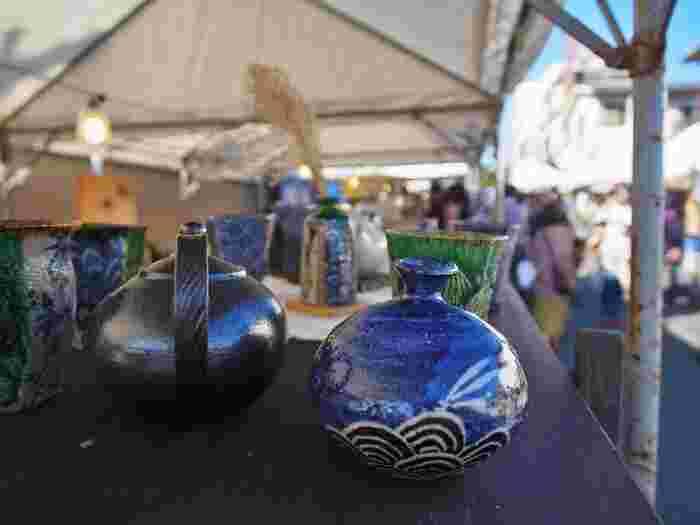 1年に1回、秋に開催される大陶器市 「清水焼の郷まつり」では、清水焼を中心に100軒以上のテントが連なり、産地ならではのお値打ち価格で陶器を購入することが出来ます。