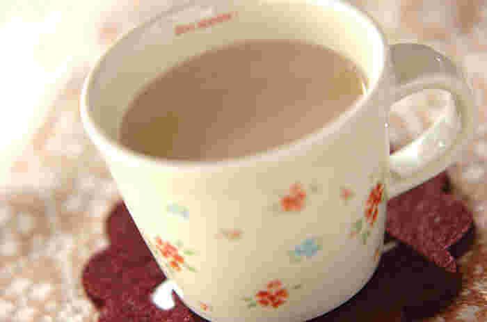 豆乳にショウガ汁を加えてソイミルクティーを作ります。身体がポカポカと温まるので、風邪をひきやすい季節にもオススメです。
