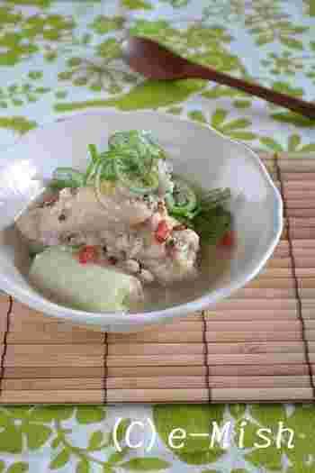 手間がかかるイメージがあるサムゲタンですが、こちらのレシピでは手羽元を使って簡単にできちゃいます。雑穀入りで腹持ちもよさそう。