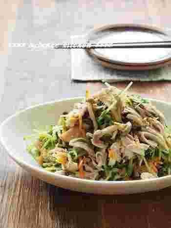たくさんの野菜とヘルシーなささ身を和えた、ヘルシーなのにとっても食べごたえのある和え物サラダです。